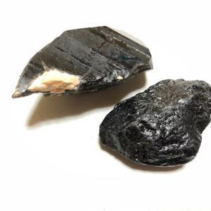 ガッツリつかみたい黒い石