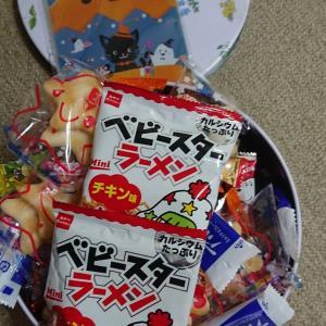 毎年恒例「ハロウィンお菓子つかみ取り」が始まりました!