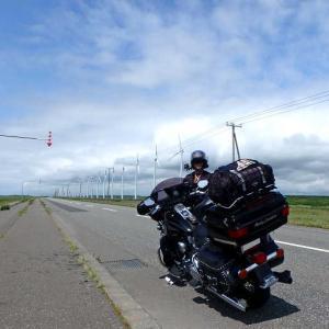 タンデムで行く北海道ツーリング3_オトンルイ風車、エサヌカ線では目の前にシカが飛び出し