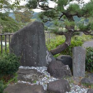 丸子旧東海道丸子川っ淵に立つ細川幽斎(藤孝)の歌碑