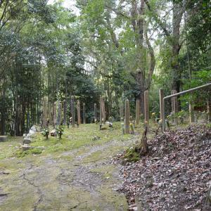 岩船墓地の埋め墓と受取り地蔵 詣り墓は自宅に