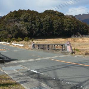 設楽原連吾川 柳田橋から見る馬坊柵