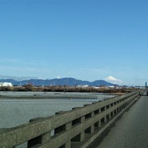 雨が降った翌日は暖かい晴れ 久々雪の富士山