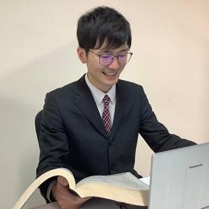 帰国子女枠中学・高校入試、帰国子女枠編入試験を担当する、北海道大学医学部の飯田先生です。