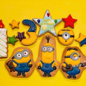 ミニオンズバースデーアイシングクッキーとミッキー&ミニーバースデーケーキ