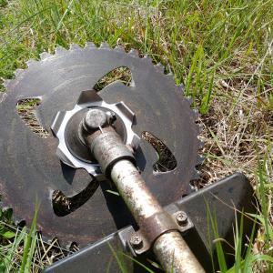 刈払機への草の巻付きを低減する方法