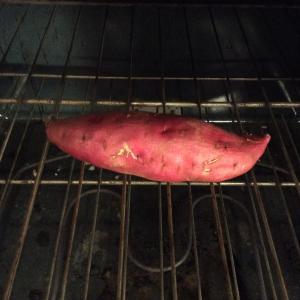 オーブンでさつま芋を焼く。