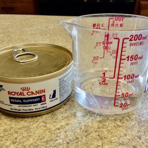 猫用ウェットフード缶でリキッドフードを手作り。