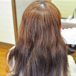 白髪染めの繰り返しでガチガチになった加齢毛にストカールで若返り