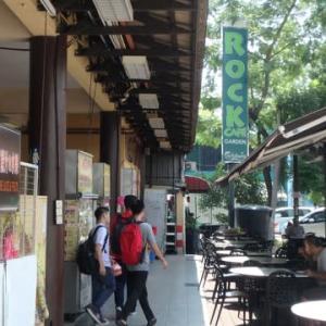 マレーシア・フードコート&経済飯。学生の街の「ロックカフェ」追記。