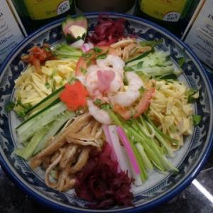 海外で冷やし中華:  今回はマレーシア麺の「客家拉麺」「上海拉麺」で【冷やし中華】を。