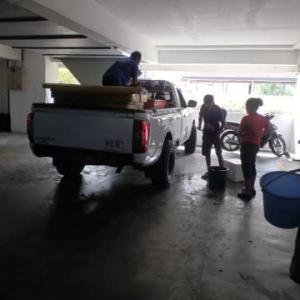 新コロ時期なのに、ビンビン跳ねるセキンチャンの新鮮エビ  (Prawn)をトラックから仕入れた。