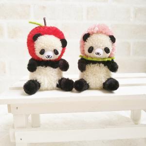 毛糸のポンポン*りんごパンダといちごパンダ