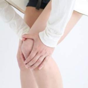 膝が痛くて階段を降りるのが大変な方はあしすとにお任せください。
