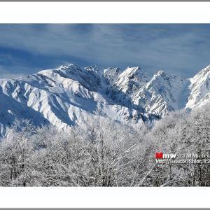 凍て晴れの山稜