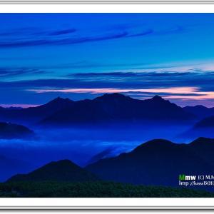 黎明の穂高連峰