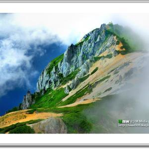 雲沸くアルプスの女王 燕岳