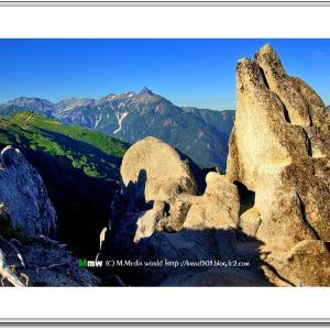 朝のいるか岩と槍ヶ岳