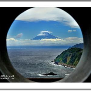 丸窓の中の絶景 恋人岬