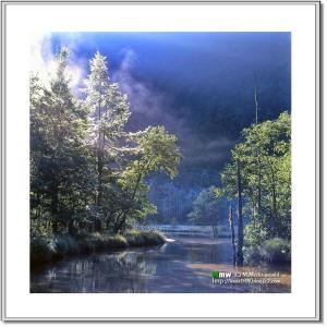 朝靄に煙る田代池
