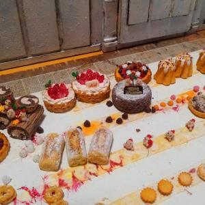 ドールハウス ミニチュア クリスマスのパティスリー制作中~ケーキ作りに終わりはあるのか?!