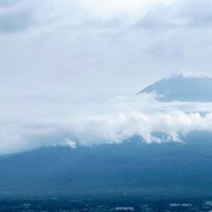 富士の高嶺に雪が降った
