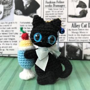 さくらんぼ黒猫ちゃん