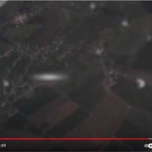 チューリッヒ空港に接近する飛行機にニアミスするUFO?