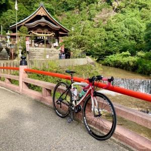 「大頭神社」と「妹背の滝」