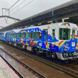 JR丸亀駅で遭遇 「瀬戸大橋アンパンマントロッコ」