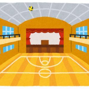 体育館の天井に挟まってるバレーボールってどうやってとるの?