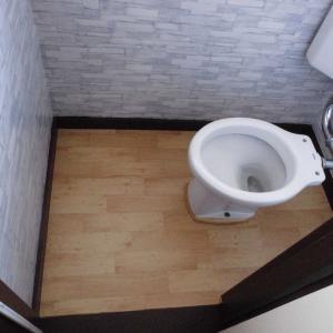 2階のトイレ改修 4 床の張り替え