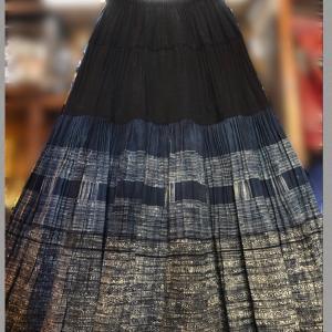 モン族バティックロングスカート