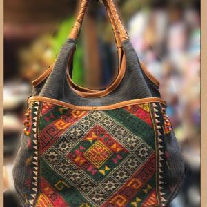 民訴古布と革のバッグ