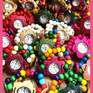 カラフルココナツウッドの腕時計
