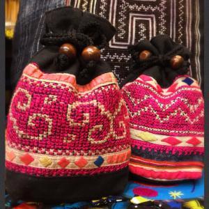 タイモン族シルク刺繍古布巾着ポシェット