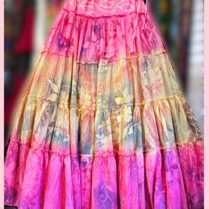 優しいピンクのふわふわティアードスカート