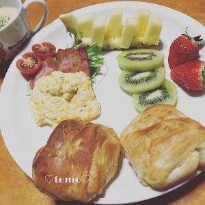3月5日、6日の朝ごはんと娘チャン作のいちごバナナミルク(*´ω`*)