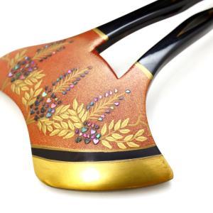 べっ甲藤螺鈿金蒔絵かんざし2020|子孫繁栄、長寿の象徴、朱地の金蒔絵に青紫色に輝く螺鈿が優美。