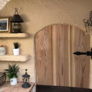 DIY「小屋もどき」玄関ポーチ、飾り棚に「ジョリパット」を塗りました