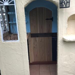 DIY「もどきドア」「飾り棚」制作中です
