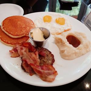 【BUTTER FINGER PANCAKES】パンケーキで朝ごパン(*´∇`)