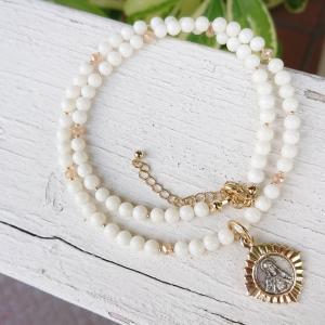 白い珊瑚のネックレス