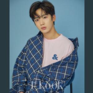 X1キムヨハンが1stLookの写真で着用していたTシャツ^^