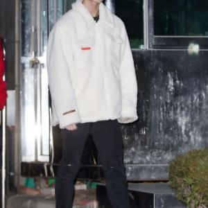CIXペ・ジニョンが着用していたモコモコのフリースジャケットは?