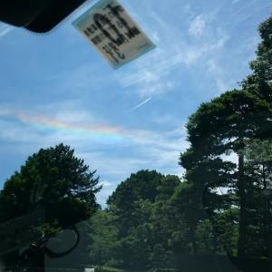タクシー車内から虹が見えてました