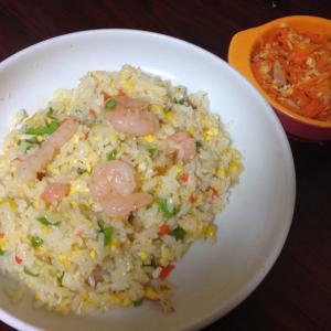 沖縄 津堅島 ランチ 食事 プリプリエビピラフ ジューシー五目チャーハン ともずくスープ