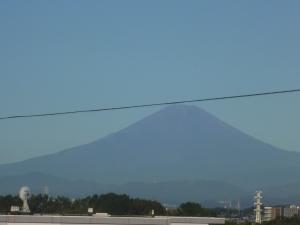 秋晴れとベランダ富士山・・・でも気温は真夏日?