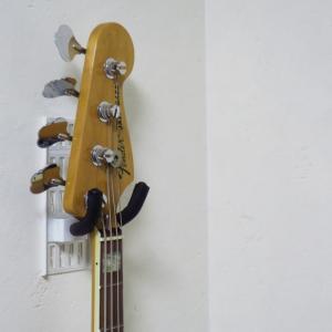 賃貸でもギターを壁掛けにできる!画期的な壁収納グッズ「壁美人 ギターヒーロー」を購入しました!!