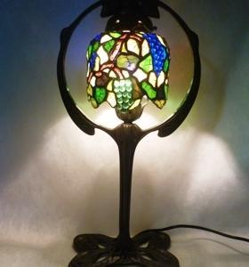 葡萄のランプと絵付けパネル